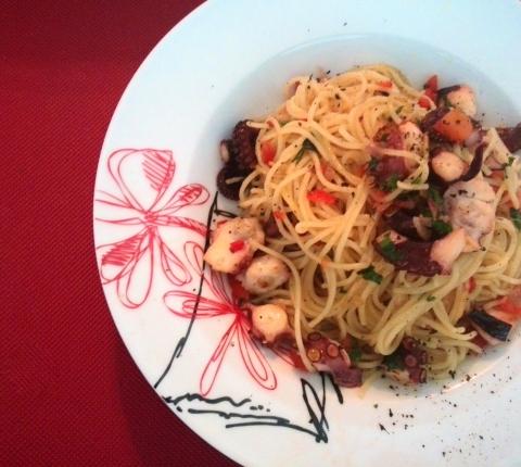 Cocinar con pulpo postales gourmet for Cocinar pulpo